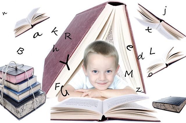 chlapec s knihami