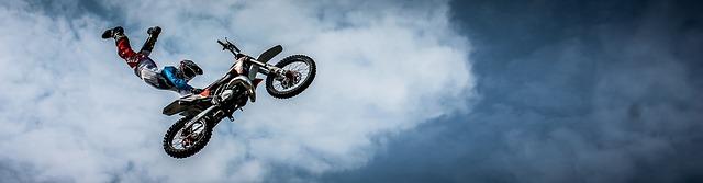 akrobacie s motocyklem