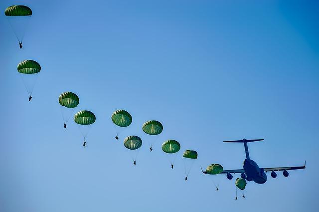 skákající parašutisti