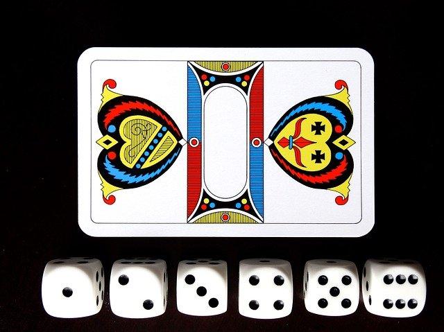 karetní hra a kostky