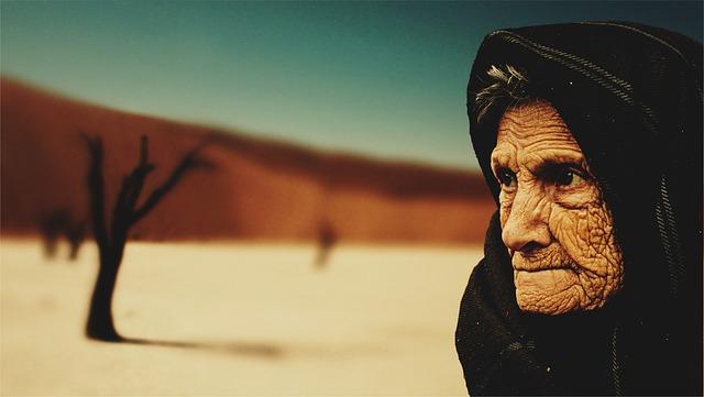 stará dáma v poušti