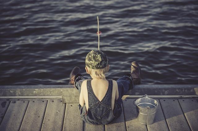 chlapec u rybaření.jpg