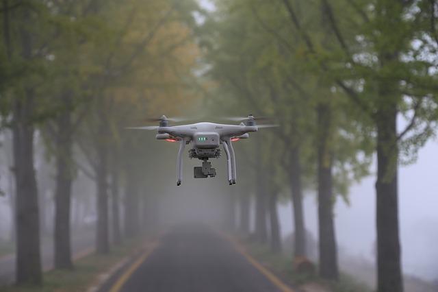 dron v mlze