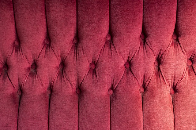 růžové čalounění