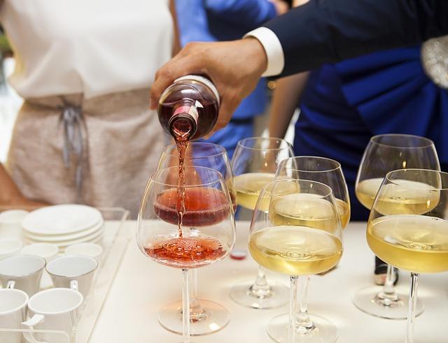 víno a šampaňské