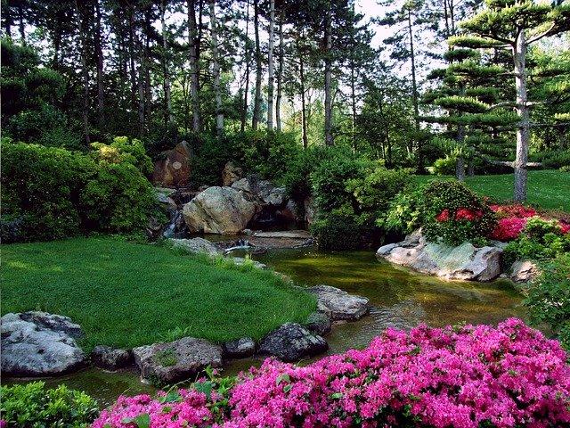 japonská zahrada s potůčkem