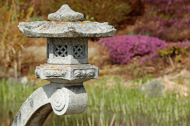 lampa z kamene