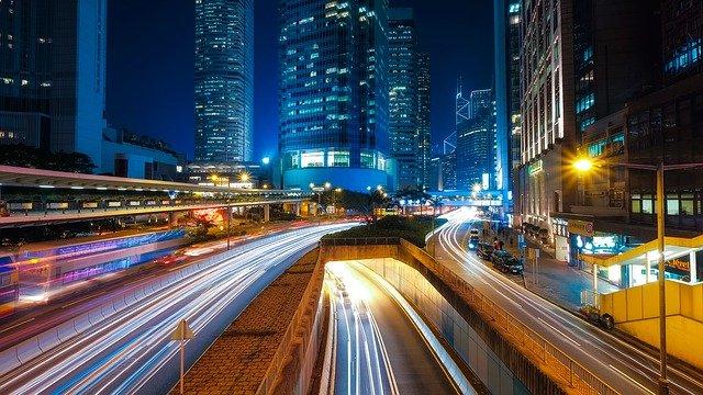 silnice u mrakodrapů