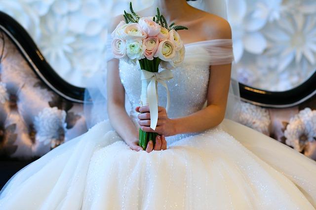 korzetové svatební šaty