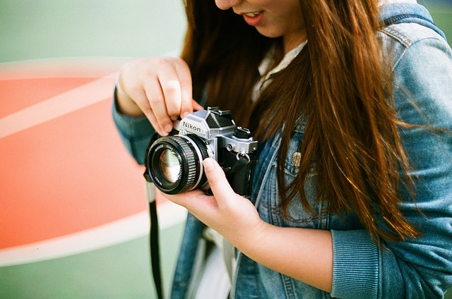 žena s fotoaparátem.jpg